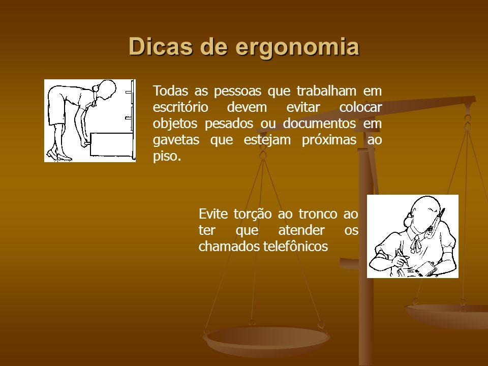 Dicas de ergonomia Todas as pessoas que trabalham em escritório devem evitar colocar objetos pesados ou documentos em gavetas que estejam próximas ao