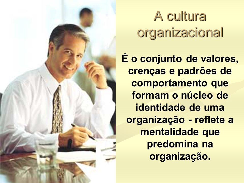 A cultura organizacional É o conjunto de valores, crenças e padrões de comportamento que formam o núcleo de identidade de uma organização - reflete a
