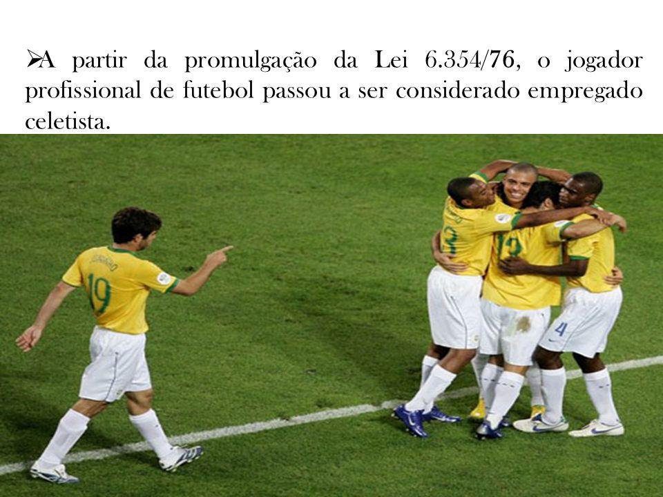 A partir da promulgação da Lei 6.354/76, o jogador profissional de futebol passou a ser considerado empregado celetista.
