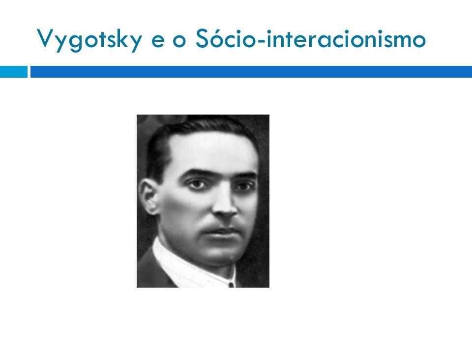 Lev Semenovich Vygotsky foi um pensador russo do século XX, criador de uma importantíssima teoria psicológica conhecida como psicologia histórico-cultural ou sócio histórica ou, ainda, sócio-interacionista.