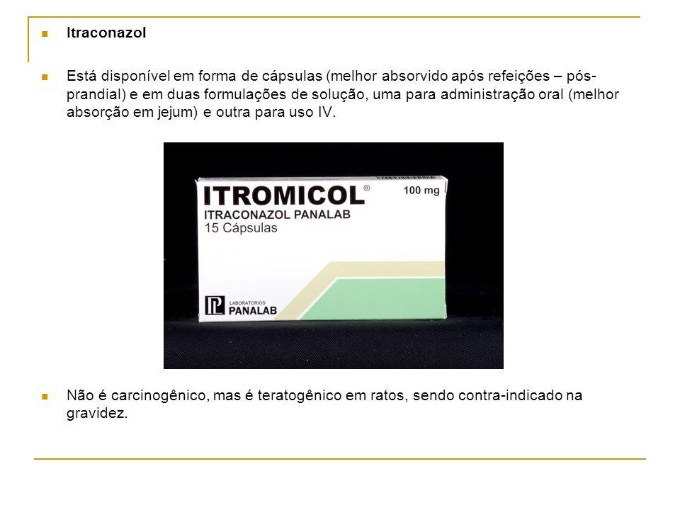 Itraconazol Está disponível em forma de cápsulas (melhor absorvido após refeições – pós- prandial) e em duas formulações de solução, uma para administ