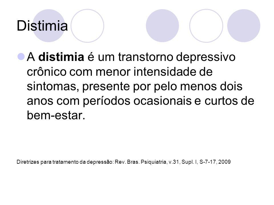 Distimia A distimia é um transtorno depressivo crônico com menor intensidade de sintomas, presente por pelo menos dois anos com períodos ocasionais e