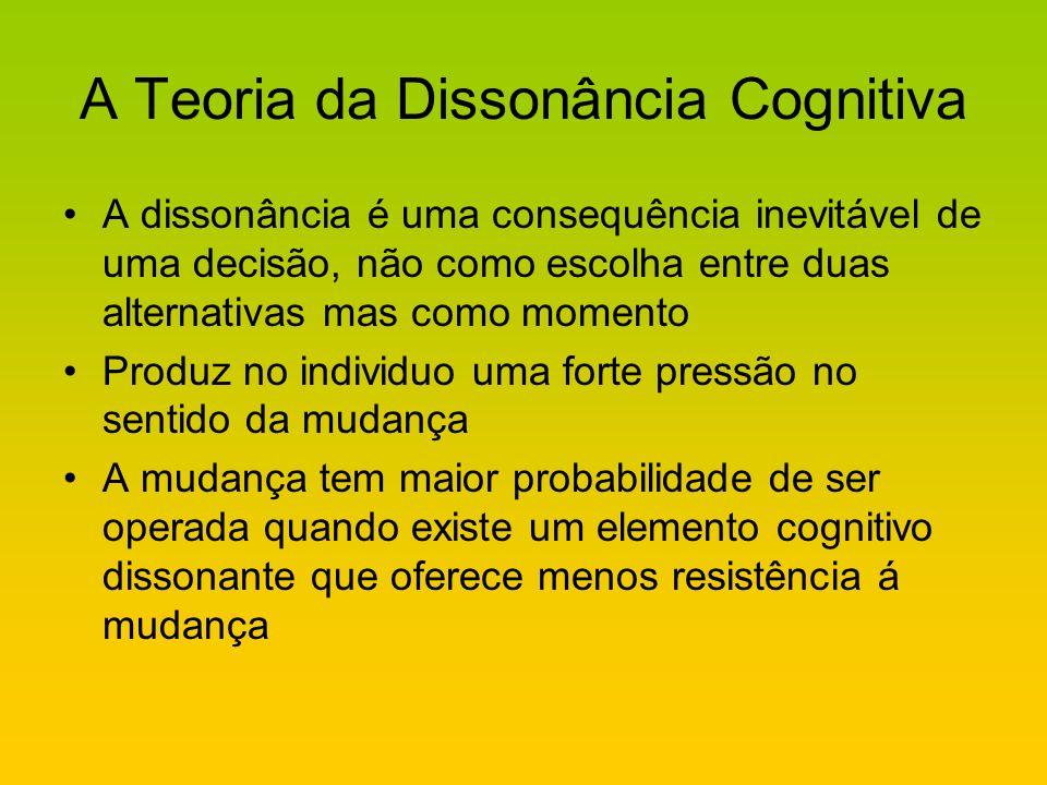 A Teoria da Dissonância Cognitiva A dissonância é uma consequência inevitável de uma decisão, não como escolha entre duas alternativas mas como moment