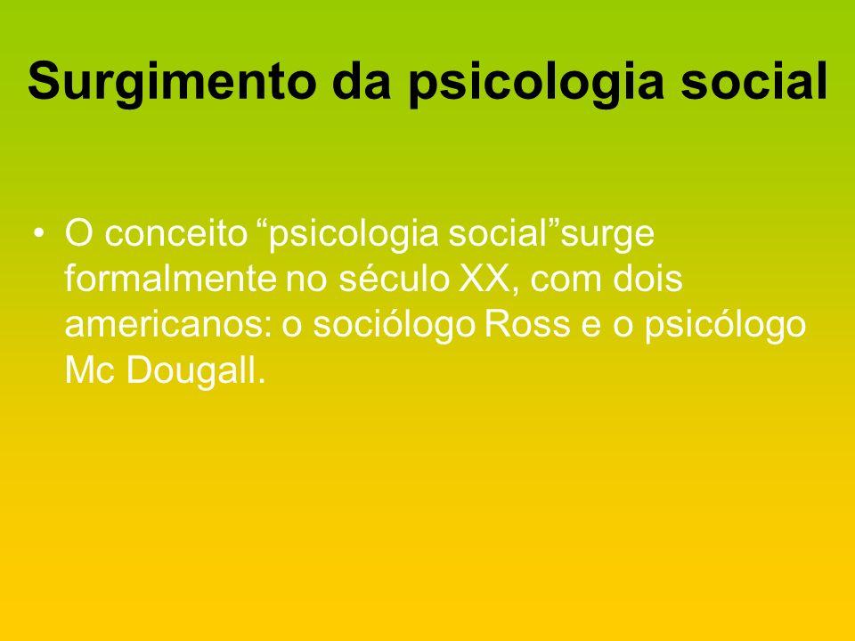 Surgimento da psicologia social O conceito psicologia socialsurge formalmente no século XX, com dois americanos: o sociólogo Ross e o psicólogo Mc Dou