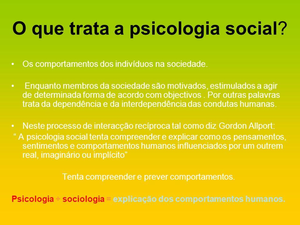 O que trata a psicologia social? Os comportamentos dos indivíduos na sociedade. Enquanto membros da sociedade são motivados, estimulados a agir de det