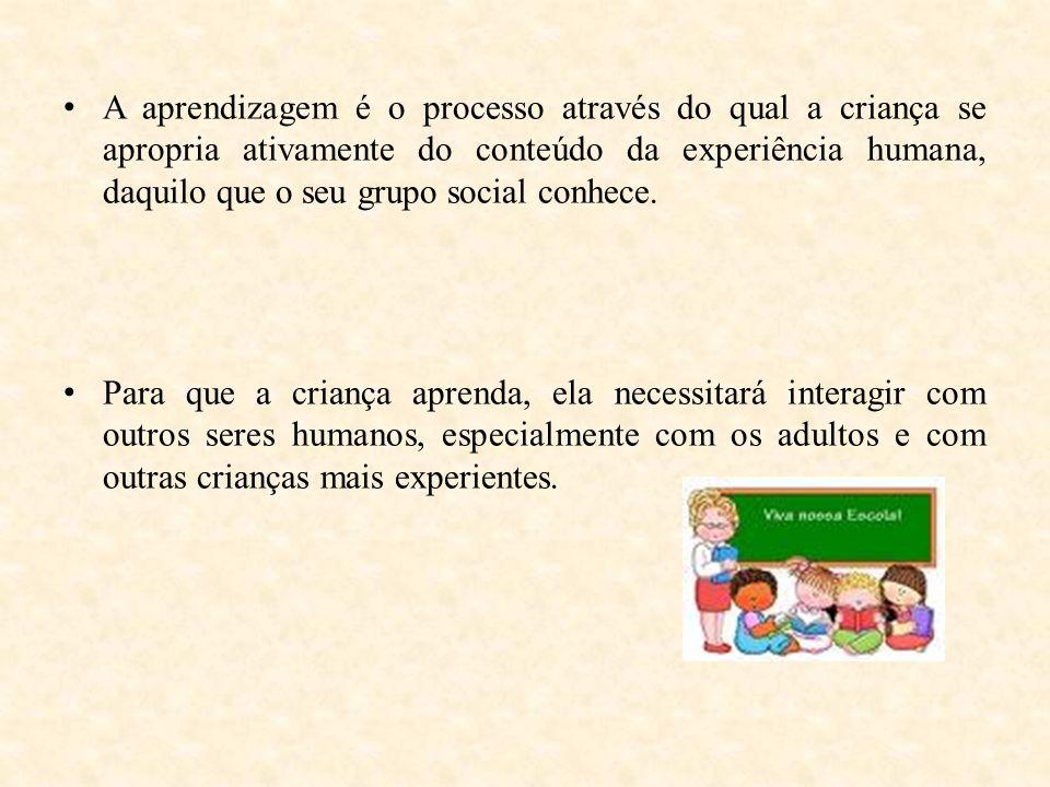 A aprendizagem é o processo através do qual a criança se apropria ativamente do conteúdo da experiência humana, daquilo que o seu grupo social conhece