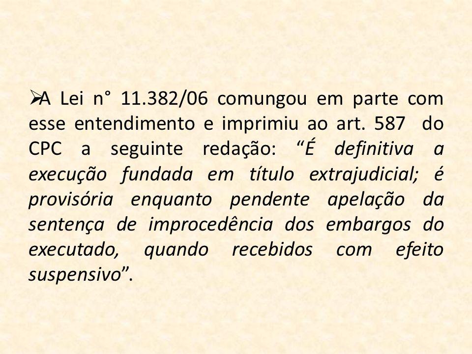 A Lei n° 11.382/06 comungou em parte com esse entendimento e imprimiu ao art. 587 do CPC a seguinte redação: É definitiva a execução fundada em título