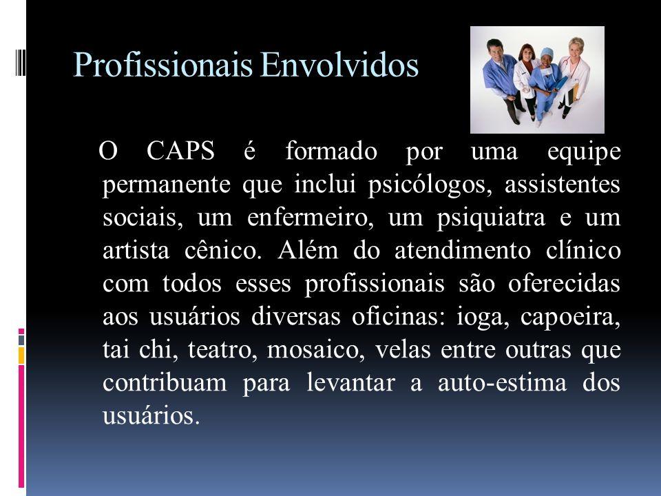 Profissionais Envolvidos O CAPS é formado por uma equipe permanente que inclui psicólogos, assistentes sociais, um enfermeiro, um psiquiatra e um arti