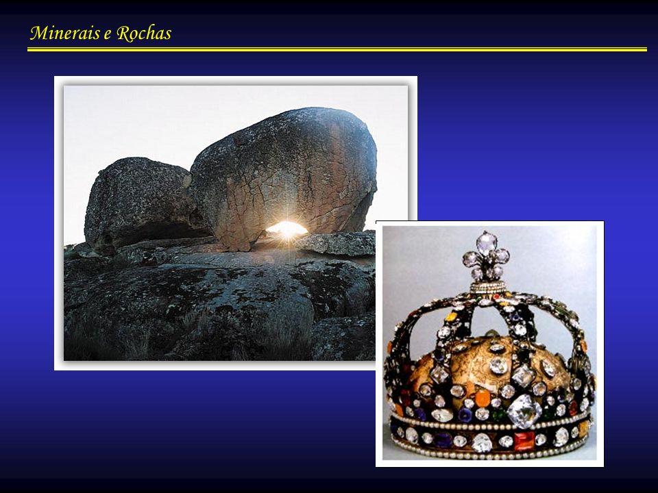 Minerais e Rochas Propriedades dos Minerais/físicas Densidade relativa: indica quantas vezes um material é mais pesado do que um igual volume de água, a 4º C.