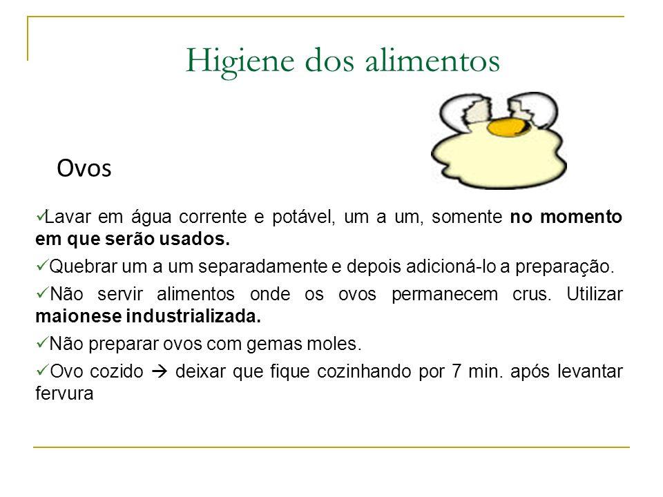 Higiene dos alimentos Carnes Retirar pequenas porções do refrigerador; Evitar manipular demasiadamente o alimento; Deixar sob refrigeração até o momen