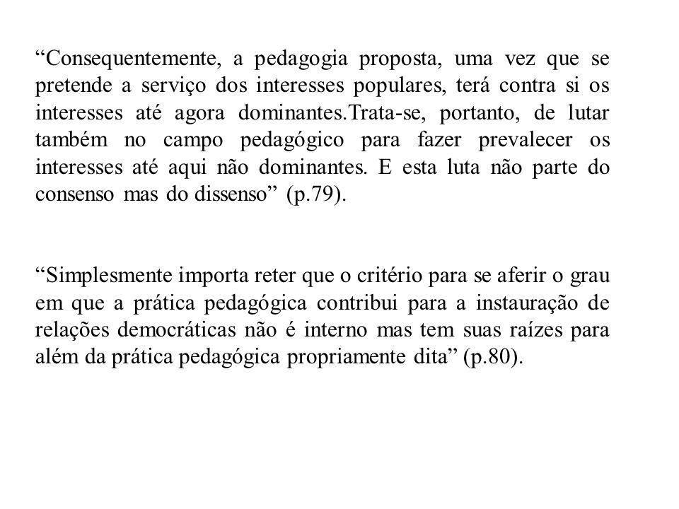 Consequentemente, a pedagogia proposta, uma vez que se pretende a serviço dos interesses populares, terá contra si os interesses até agora dominantes.