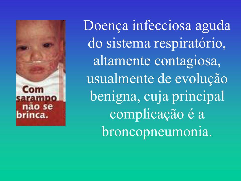 Doença infecciosa aguda do sistema respiratório, altamente contagiosa, usualmente de evolução benigna, cuja principal complicação é a broncopneumonia.