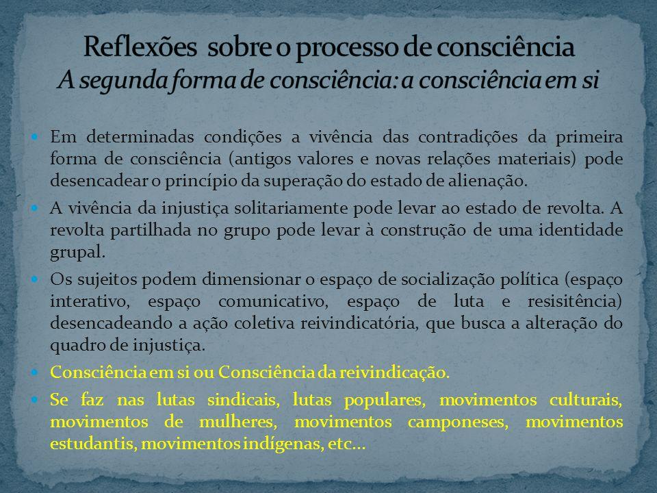 Em determinadas condições a vivência das contradições da primeira forma de consciência (antigos valores e novas relações materiais) pode desencadear o