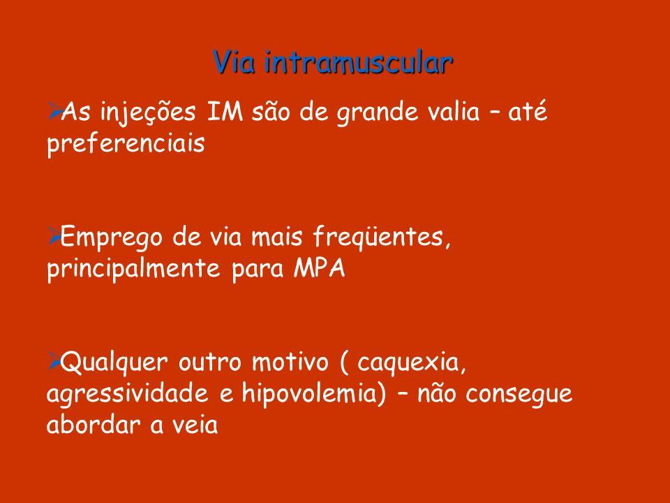 Caninos 1 mg/kg de xilazina para prostração IV ou IM 1 mg/kg de xilazina para prostração IV ou IM Injeção rápida de tiopental a 4% na dose de 50 mg/kg IV Injeção rápida de tiopental a 4% na dose de 50 mg/kg IV Cloreto de potássio a 19,1% IV Cloreto de potássio a 19,1% IV