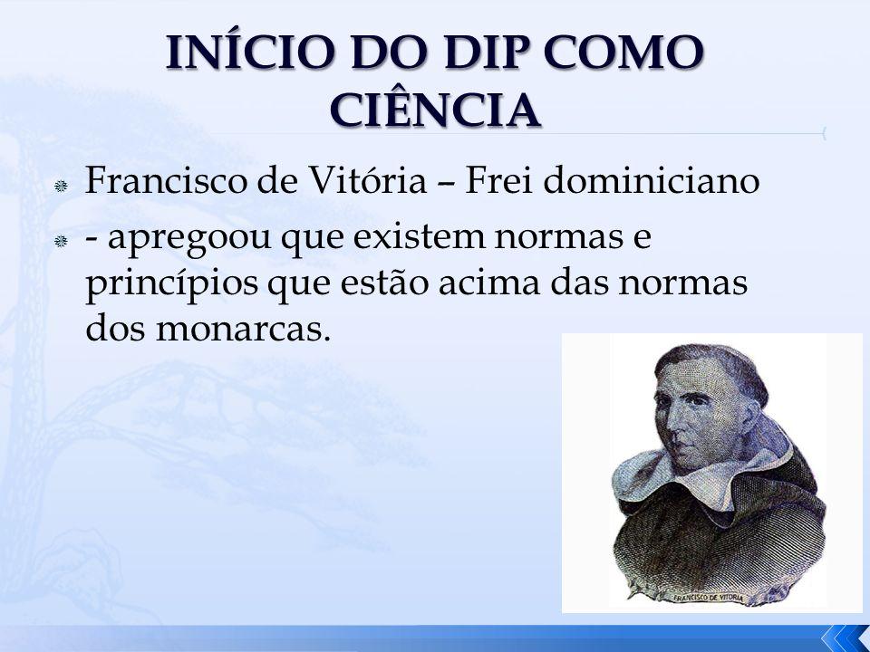 Francisco de Vitória – Frei dominiciano - apregoou que existem normas e princípios que estão acima das normas dos monarcas.