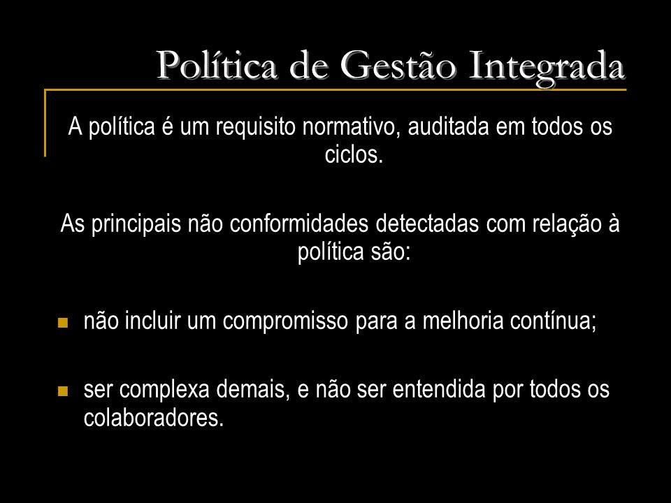 A política é um requisito normativo, auditada em todos os ciclos. As principais não conformidades detectadas com relação à política são: não incluir u