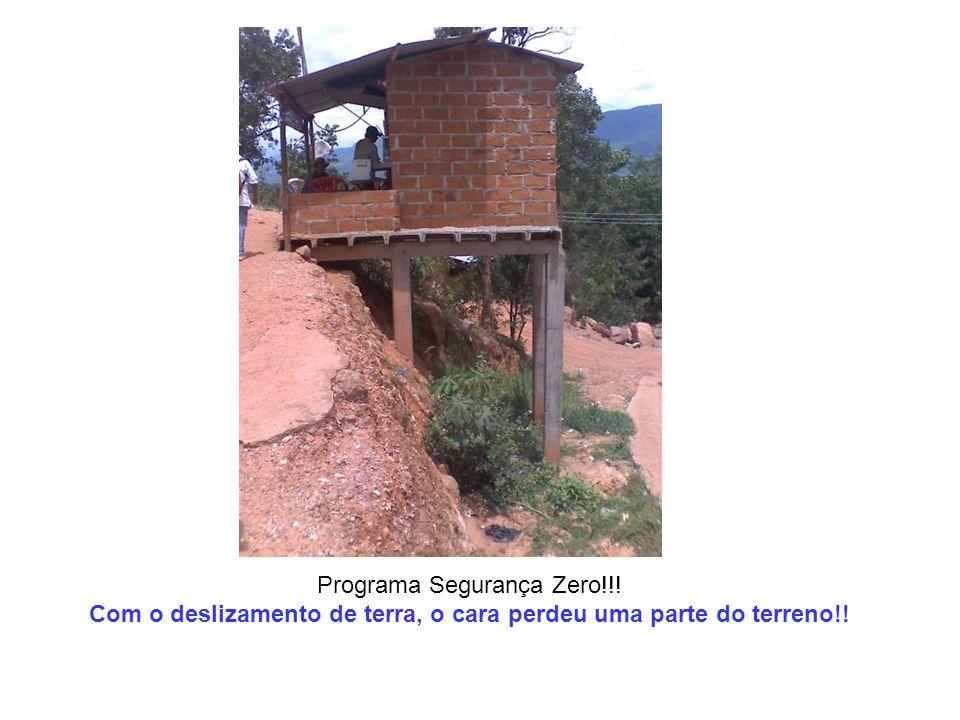 Programa Segurança Zero!!! Com o deslizamento de terra, o cara perdeu uma parte do terreno!!