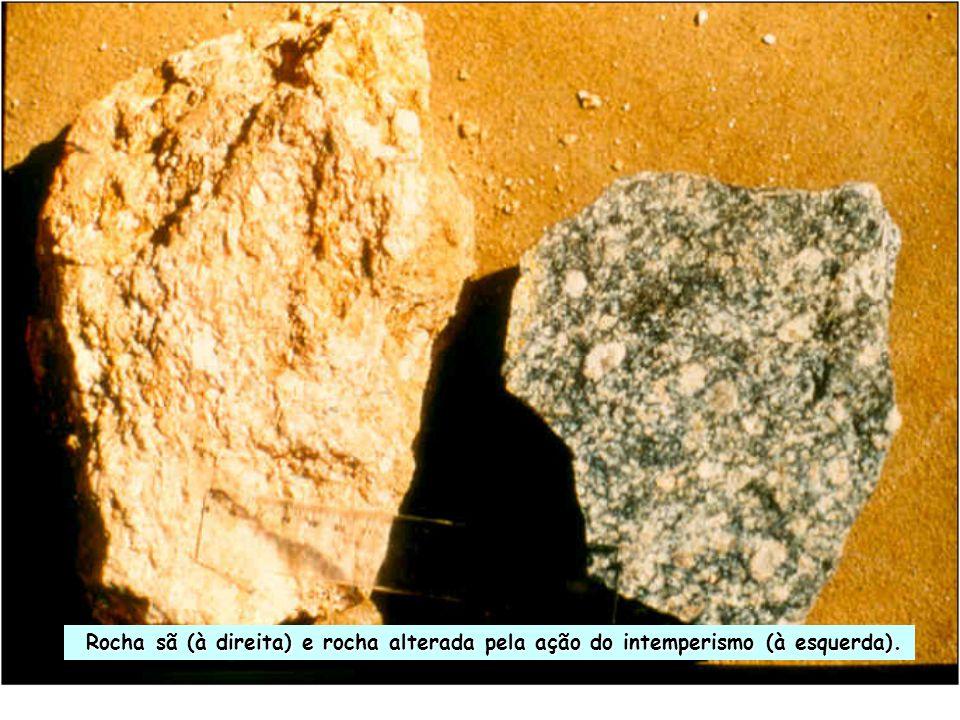 Rocha sã (à direita) e rocha alterada pela ação do intemperismo (à esquerda). Rocha sã (à direita) e rocha alterada pela ação do intemperismo (à esque