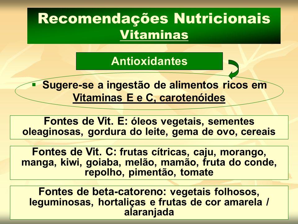 Sugere-se a ingestão de alimentos ricos em Vitaminas E e C, carotenóides Antioxidantes Recomendações Nutricionais Vitaminas Fontes de Vit. E: óleos ve
