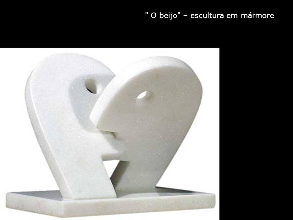 O beijo – escultura em mármore