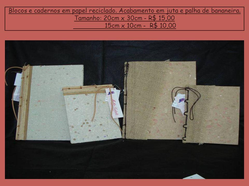Blocos e cadernos em papel reciclado. Acabamento em juta e palha de bananeira. Tamanho: 20cm x 30cm - R$ 15,00 15cm x 10cm - R$ 10,00
