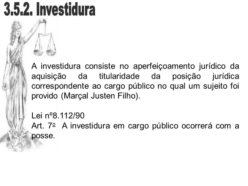 A investidura consiste no aperfeiçoamento jurídico da aquisição da titularidade da posição jurídica correspondente ao cargo público no qual um sujeito