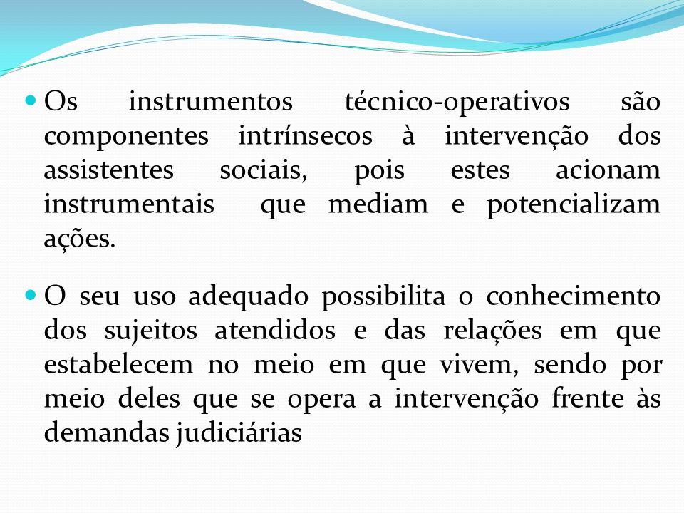 Os instrumentos técnico-operativos são componentes intrínsecos à intervenção dos assistentes sociais, pois estes acionam instrumentais que mediam e po