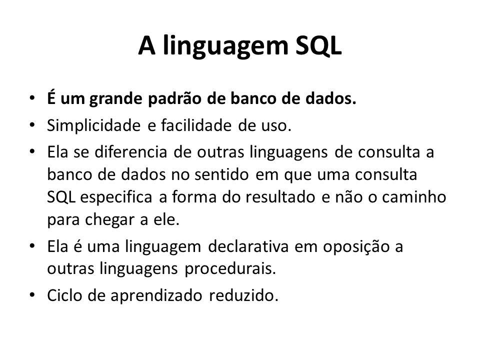 A linguagem SQL É um grande padrão de banco de dados. Simplicidade e facilidade de uso. Ela se diferencia de outras linguagens de consulta a banco de