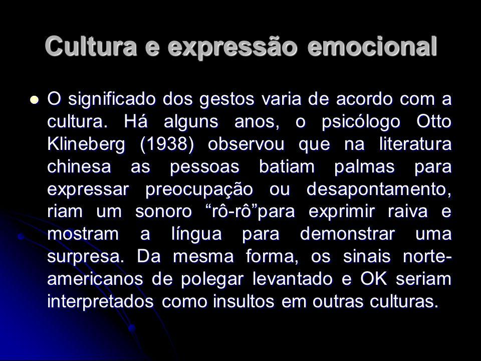 Cultura e expressão emocional O significado dos gestos varia de acordo com a cultura. Há alguns anos, o psicólogo Otto Klineberg (1938) observou que n