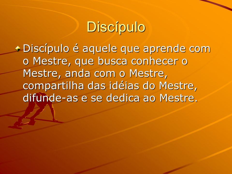 Discípulo Discípulo é aquele que aprende com o Mestre, que busca conhecer o Mestre, anda com o Mestre, compartilha das idéias do Mestre, difunde-as e