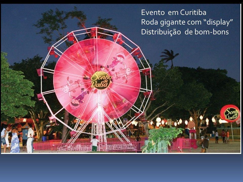 Evento em Curitiba Roda gigante com display Distribuição de bom-bons