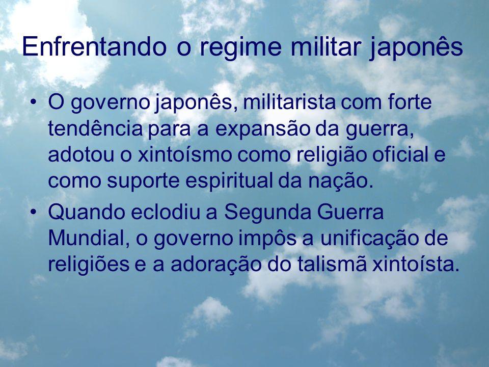 O governo japonês, militarista com forte tendência para a expansão da guerra, adotou o xintoísmo como religião oficial e como suporte espiritual da na