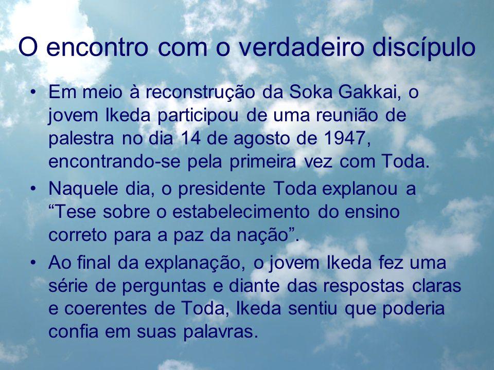 O encontro com o verdadeiro discípulo Em meio à reconstrução da Soka Gakkai, o jovem Ikeda participou de uma reunião de palestra no dia 14 de agosto d