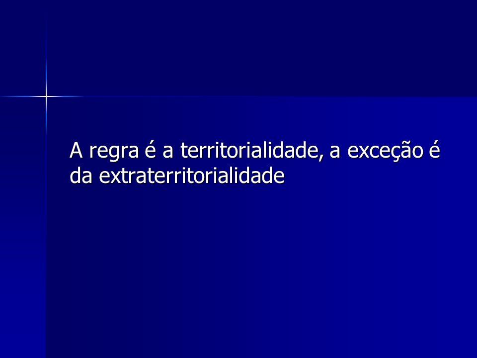 A extraterritorialidade das leis possui duas funções: a) Proteger a pessoa em território estrangeiro; b) Regular os efeitos de atos estrangeiros que venham a se cumprir, no todo ou em parte no País;