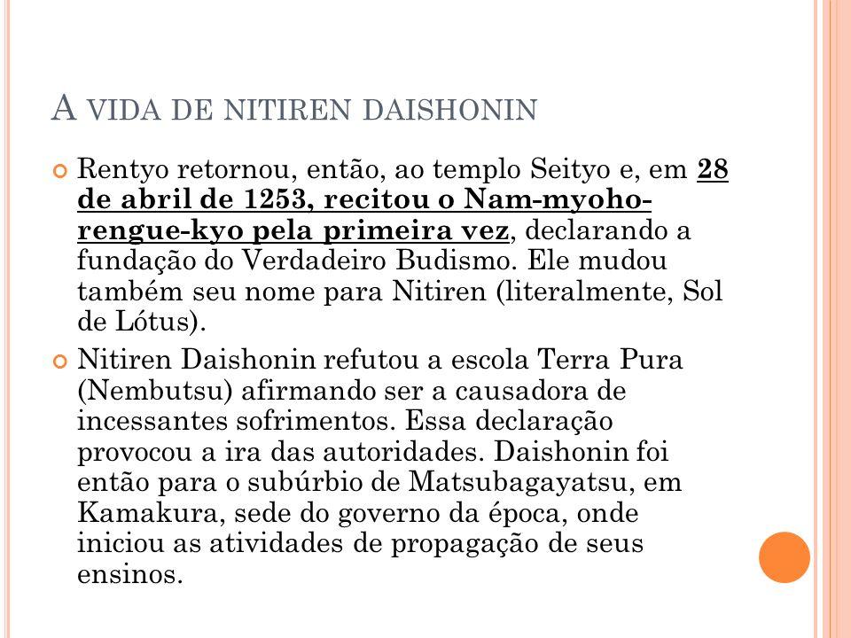 A VIDA DE NITIREN DAISHONIN Rentyo retornou, então, ao templo Seityo e, em 28 de abril de 1253, recitou o Nam-myoho- rengue-kyo pela primeira vez, dec