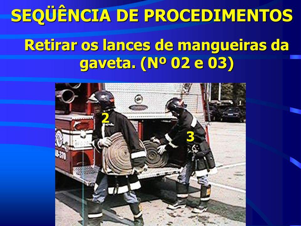 SEQÜÊNCIA DE PROCEDIMENTOS Retirar os lances de mangueiras da gaveta. (Nº 02 e 03) 2 3
