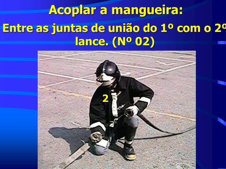 Acoplar a mangueira: Entre as juntas de união do 1º com o 2º lance. (Nº 02) 2