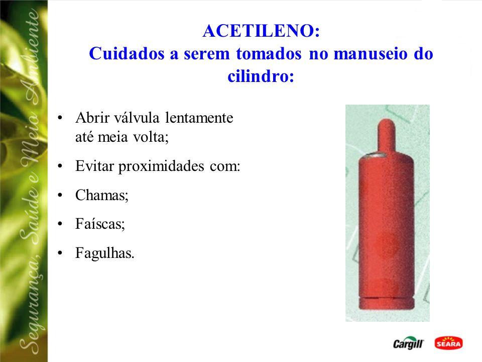 ACETILENO: Cuidados a serem tomados no manuseio do cilindro: Manter na posição vertical; Evitar choques ou quedas; Armazenar em local arejado; Não uti