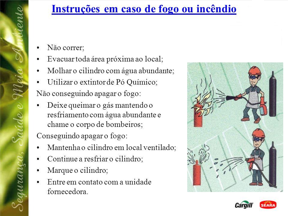 Instruções em caso de fogo ou incêndio Não correr; Evacuar toda área próxima ao local; Tentar eliminar o vazamento; Retirar o cilindro do local; Mante