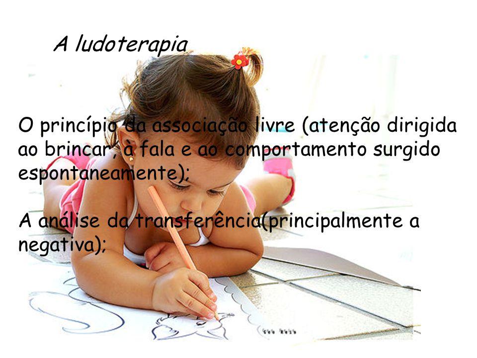 A ludoterapia O princípio da associação livre (atenção dirigida ao brincar, à fala e ao comportamento surgido espontaneamente); A análise da transferê