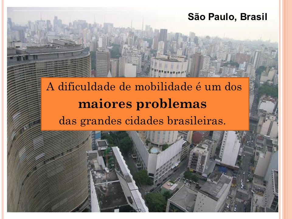 A dificuldade de mobilidade é um dos maiores problemas das grandes cidades brasileiras. São Paulo, Brasil