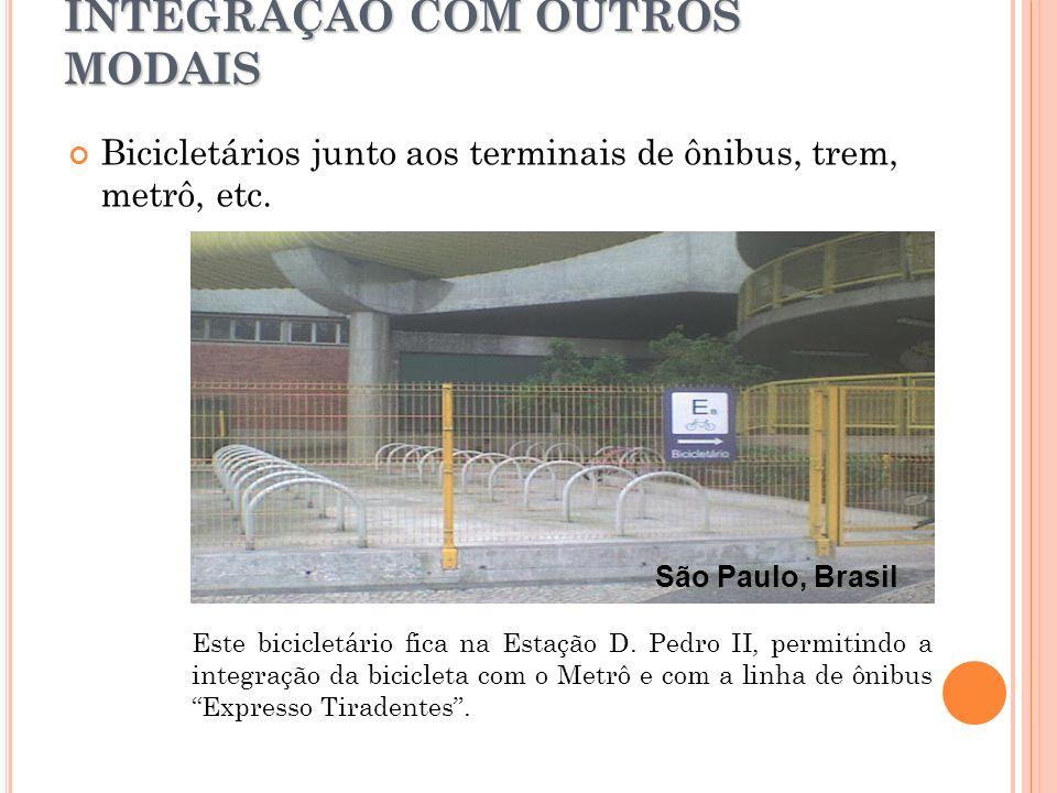 INTEGRAÇÃO COM OUTROS MODAIS Este bicicletário fica na Estação D. Pedro II, permitindo a integração da bicicleta com o Metrô e com a linha de ônibus E