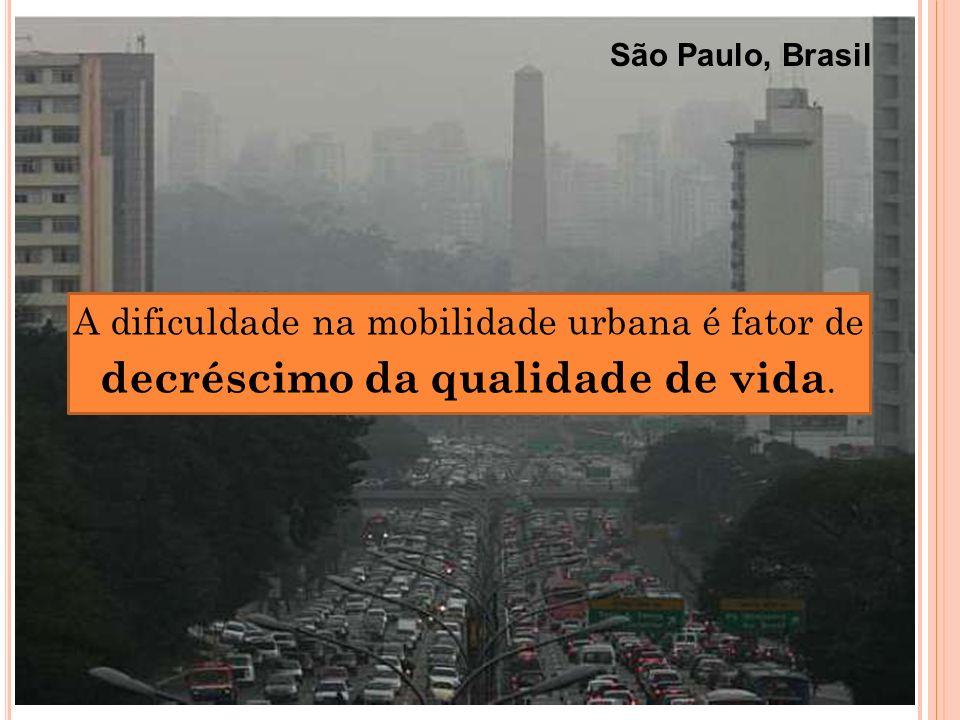 A dificuldade na mobilidade urbana é fator de decréscimo da qualidade de vida. São Paulo, Brasil