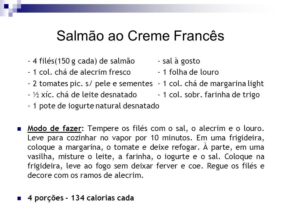 Salmão ao Creme Francês - 4 filés(150 g cada) de salmão- sal à gosto - 1 col. chá de alecrim fresco- 1 folha de louro - 2 tomates pic. s/ pele e semen