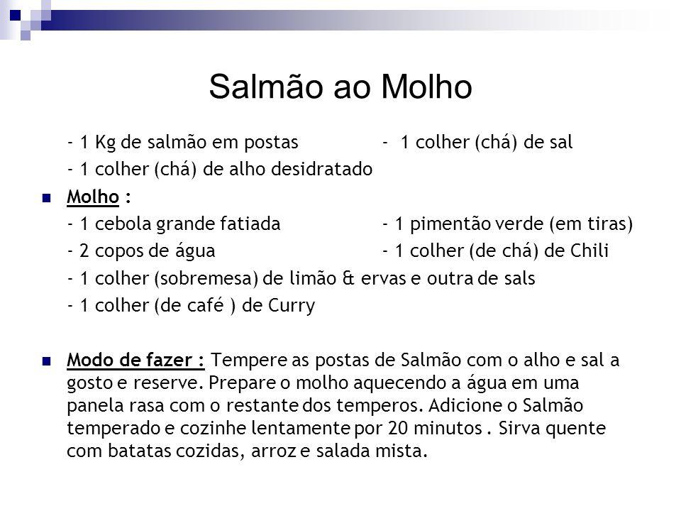 Salmão ao Molho - 1 Kg de salmão em postas - 1 colher (chá) de sal - 1 colher (chá) de alho desidratado Molho : - 1 cebola grande fatiada - 1 pimentão