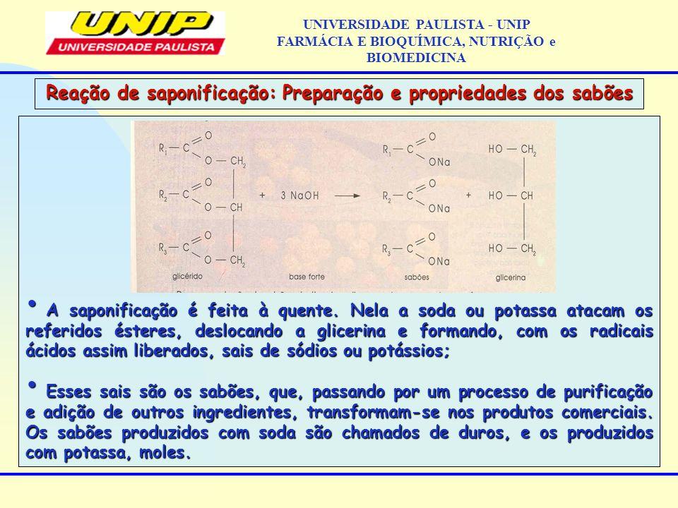 A saponificação é feita à quente. Nela a soda ou potassa atacam os referidos ésteres, deslocando a glicerina e formando, com os radicais ácidos assim