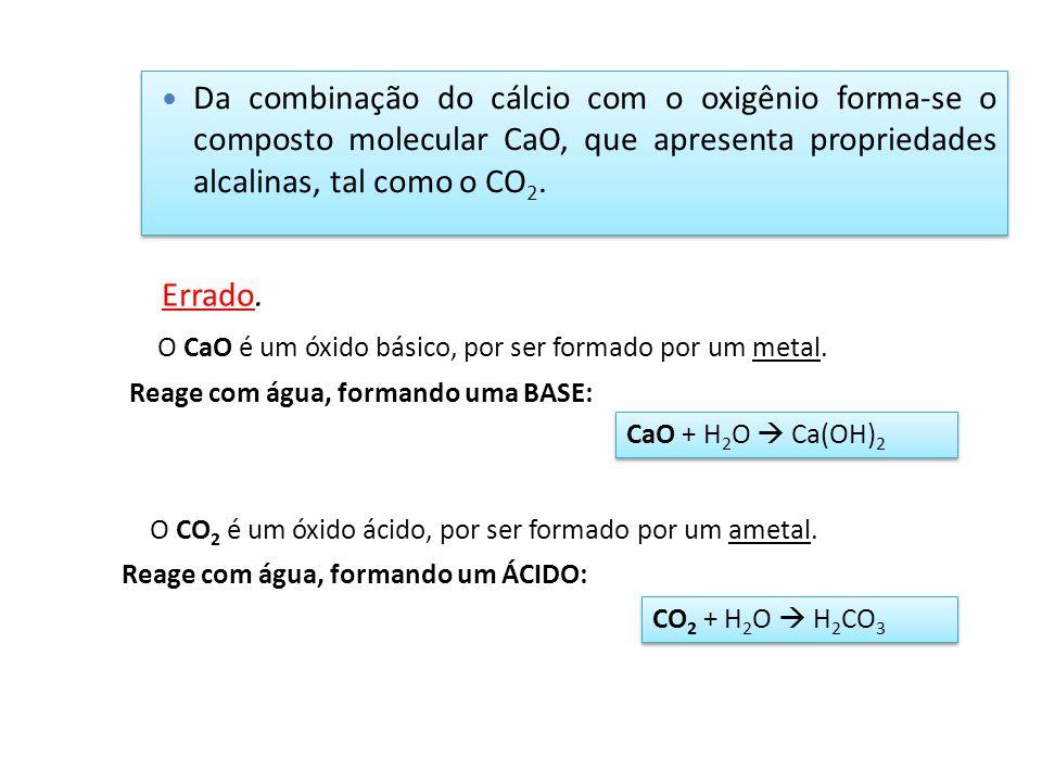 Da combinação do cálcio com o oxigênio forma-se o composto molecular CaO, que apresenta propriedades alcalinas, tal como o CO 2. O CaO é um óxido bási
