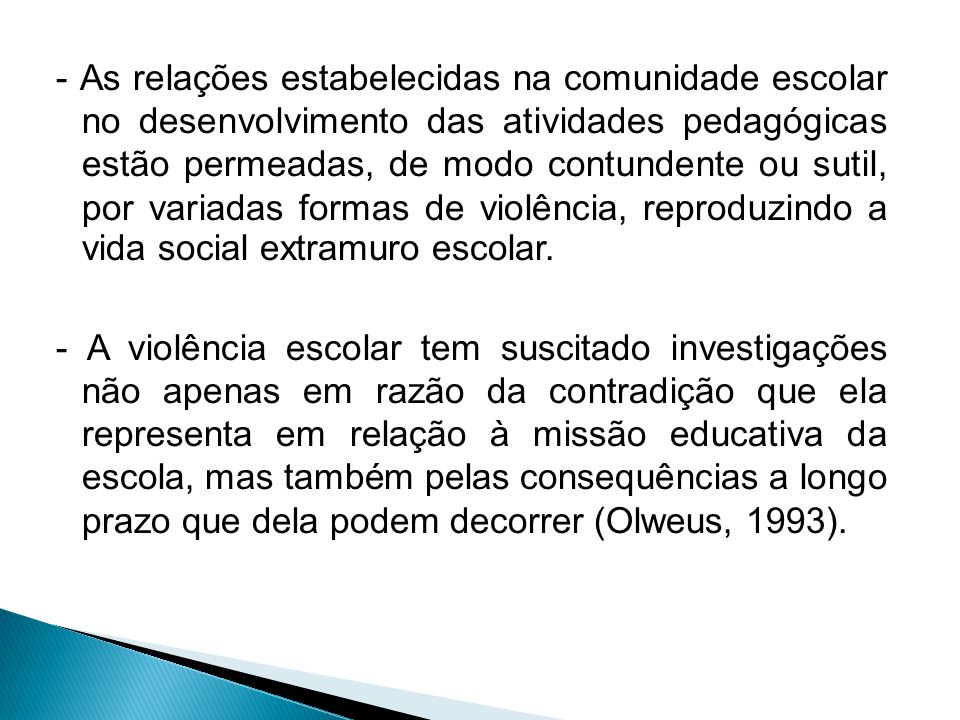 - As relações estabelecidas na comunidade escolar no desenvolvimento das atividades pedagógicas estão permeadas, de modo contundente ou sutil, por variadas formas de violência, reproduzindo a vida social extramuro escolar.