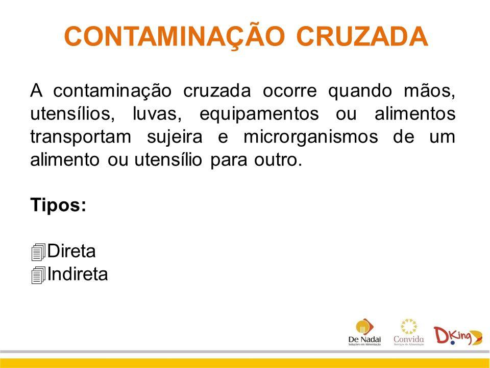 A contaminação cruzada ocorre quando mãos, utensílios, luvas, equipamentos ou alimentos transportam sujeira e microrganismos de um alimento ou utensíl