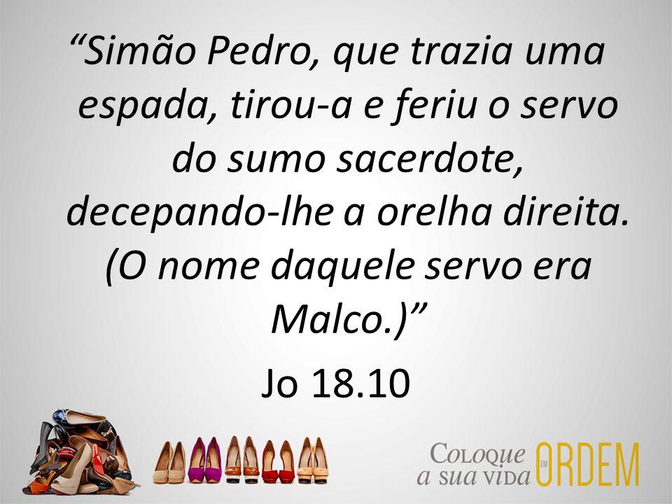 """""""Simão Pedro, que trazia uma espada, tirou-a e feriu o servo do sumo sacerdote, decepando-lhe a orelha direita. (O nome daquele servo era Malco.)"""" Jo"""